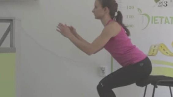 Как да комбинираме упражнения с диета? Полуклек със стол