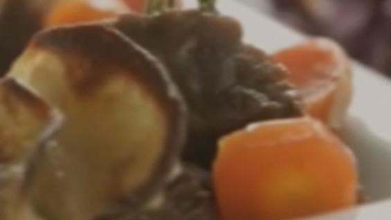 Как да сготвим телешко с картофи и червено зеле?