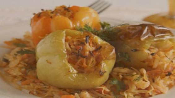 Как да сготвим чушки със зеле, ориз и моркови?