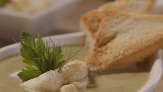 Как да сготвим спаначена супа с ньоки и извара?